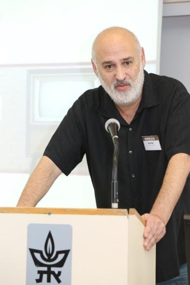 Dr Daniel Dor