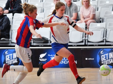Hannah Kraakman playing futsal